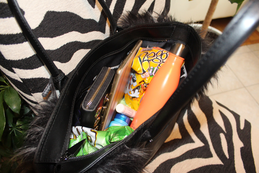 What's In My Purse? What Should Be In Yours